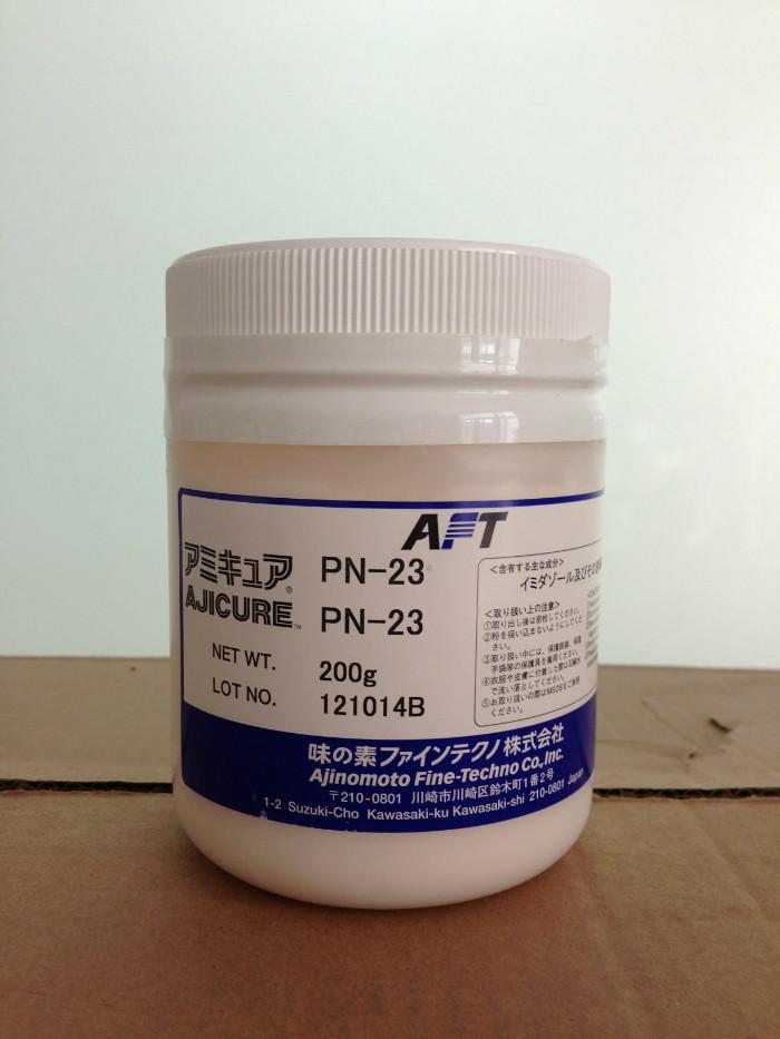 AJICURE PN-23是日本味之素精细化学株式会社开发的一液型环氧树脂用潜伏性固化剂(促进剂)。它既能单独固化环氧树脂,也可以作为DICY和酰肼的良好固化促进剂。PN-23固化剂其结构属于咪唑加成物,该产品以其低温速固化和良好的才储存稳定性,广泛用于单组份固话产品上。